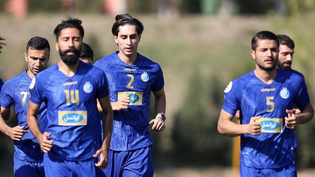 ستاره پیشین پرسپولیس فاش کرد: محمد نادری در استقلال رایگان بازی می کند؟