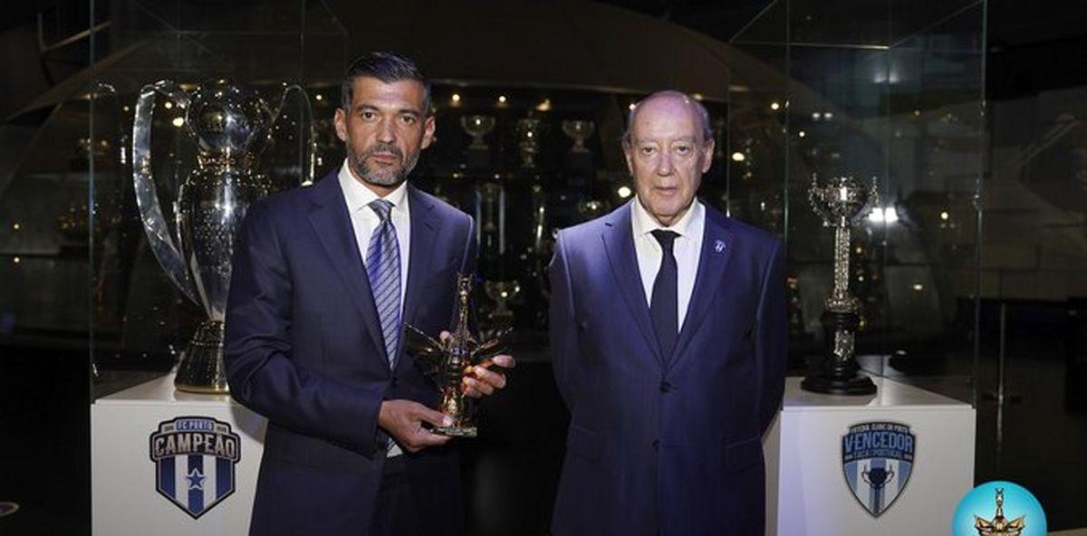جایزه اژدهای طلایی به سرمربی پورتو اهدا شد