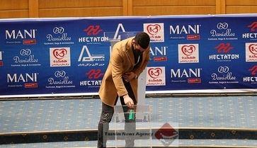 شوخی دیدنی سریال نون خ با رای ندادن حاج صفی به علی کریمی