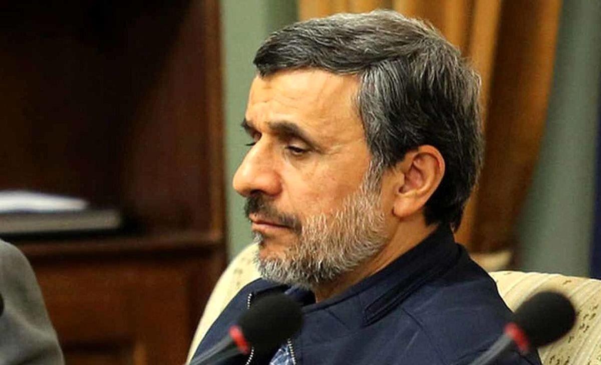 تیپ و استایل جدید و جنجالی احمدی نژاد در جلسه مجمع   عکس