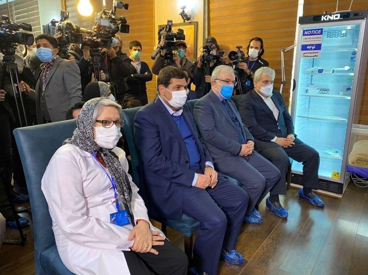 نخستین تزریق واکسن کرونای ایرانی به یک بانو|عکس