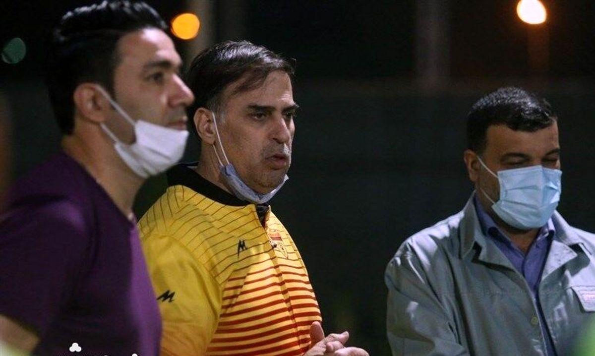 اعتراض شدید سعید آذری: بفرمایید کل لیگ را تعطیل کنید!